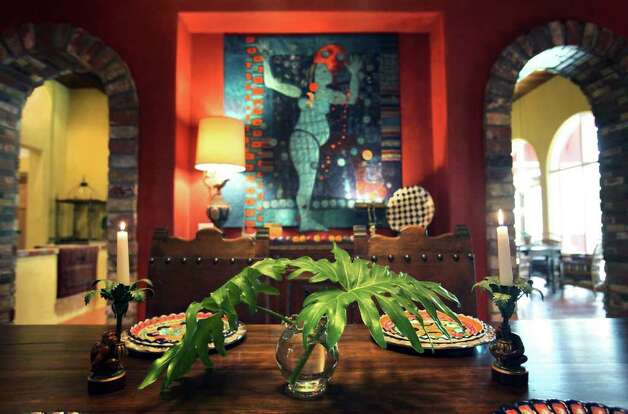 The dining room in the home of Suzi and Dennis Strauch, near Pipe Creek, has a quilted piece of fabric art on one wall. Photo: BOB OWEN, San Antonio Express-News / © 2012 San Antonio Express-News