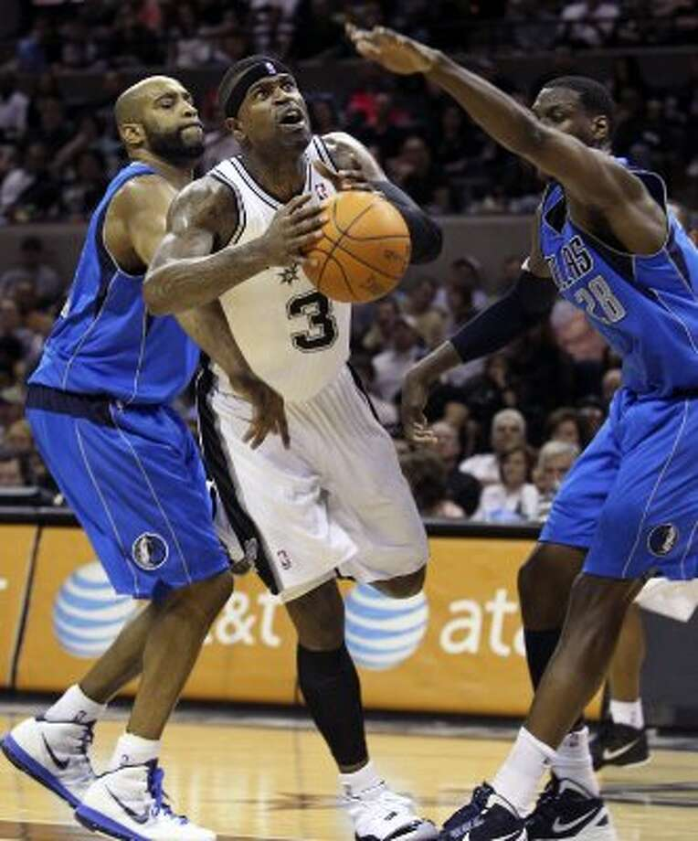 Stephen Jackson winds his way through the middle in the second half as the Spurs play the Dallas Mavericks at the AT&T Center in San Antonio on March 23, 2012.  Tom Reel/ San Antonio Express-News (TOM REEL / San Antonio Express-News)