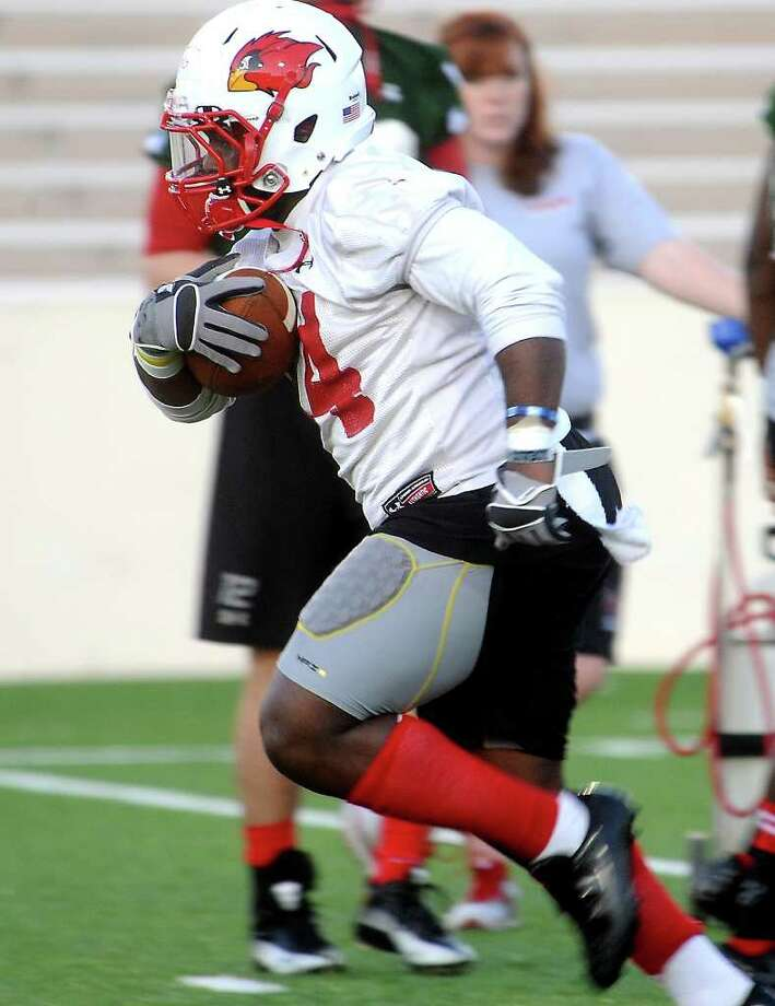 Lamar's Depauldrick Garrett runs the ball during the first day of spring football practice at Lamar University in Beaumont, Wednesday, March 21, 2012. Tammy McKinley/The Enterprise Photo: TAMMY MCKINLEY