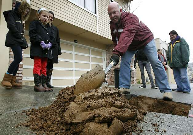 George von Zedlitz digs a hole for a new tree while volunteers from Friends of the Urban Forest plant trees with Excelsior District residents in San Francisco, Calif. on Saturday, March 24, 2012. Photo: Paul Chinn, The Chronicle