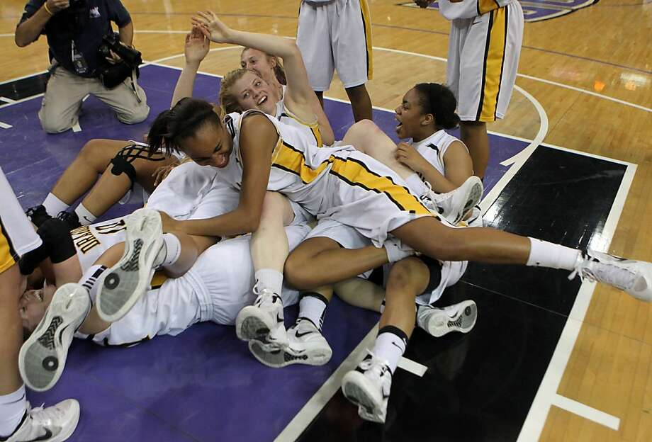 Bishop OÕDowd girls basket team celebrates their victory over Laguna Hills for the girls Division III CIF State Basketball Championship played in Sacramento, Calif., Saturday, March 24, 2012. Bishop OÕDowd won 72-41 Photo: Lance Iversen, The Chronicle