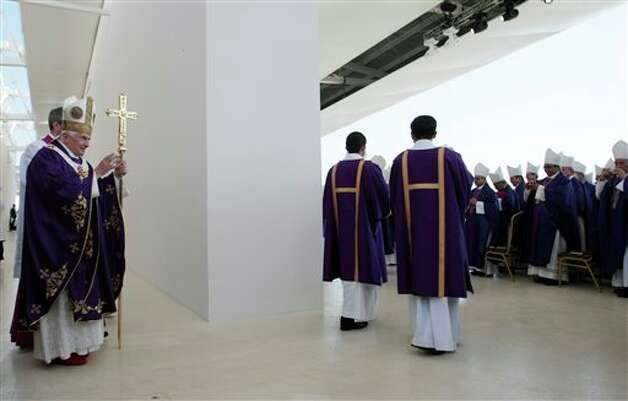 CORRECTS LOCATION TO SILAO .- Pope Benedict XVI blesses prelates as he walks on the altar in Parque del Bicentenario to celebrate Sunday Mass near Silao, Mexico, Sunday, March 25, 2012.  Photo: Gregorio Borgia, Associated Press / AP