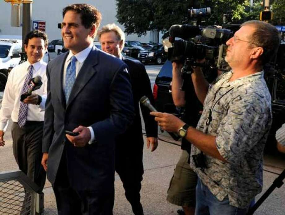 Dallas Mavericks owner Mark Cuban, left, arrives at  federal court in Fort Worth, Tex., for the auction of the Texas Rangers baseball team,  Wednesday, Aug. 4, 2010,  in Fort Worth, Texas. (AP Photo/Cody Duty) (Cody Duty / AP)