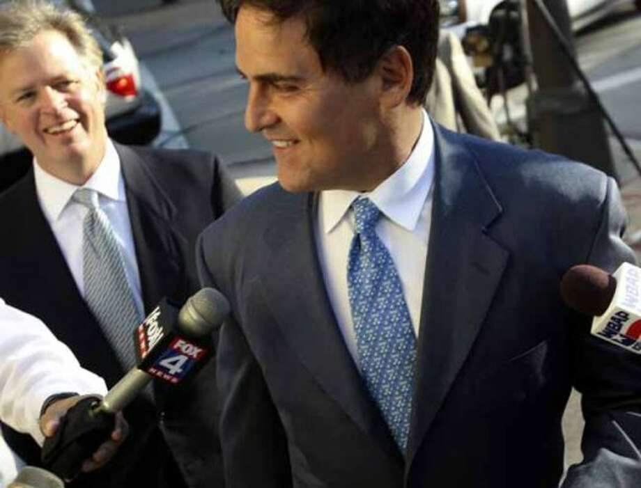 Mark Cuban arrives at the courthouse as bidders arrive for the Texas Rangers baseball team ownership auction in Fort Worth on Wednesday August 4, 2010. (Louis DeLuca/The Dallas Morning News) (LOUIS DeLUCA/Staff Photographer / MANDATORY CREDIT: Louis DeLuca/The Dallas Morning News)