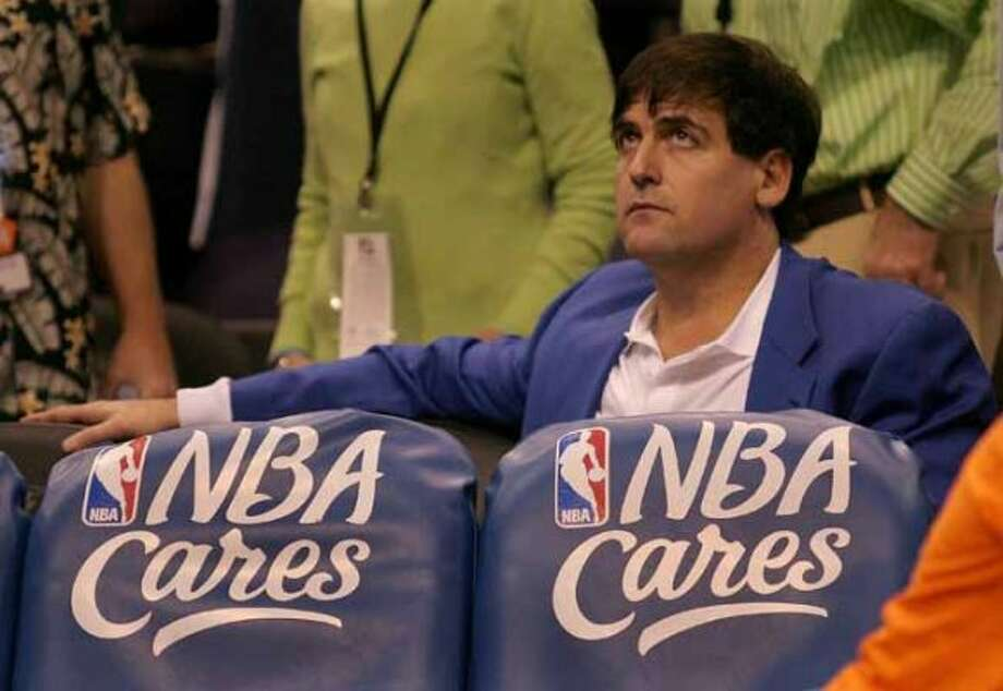 Dallas Mavericks owner Mark Cuban looks up at the scoreboard during a timeout in the fourth quarter of the Mavericks game against the Phoenix Suns Tuesday, Nov. 1, 2005, in Phoenix. Cuban, who normally wears a t-shirt during games, donned a blazer and collared shirt to adhere to the NBA's dress code policy.(AP Photo/Paul Connors) (AP)