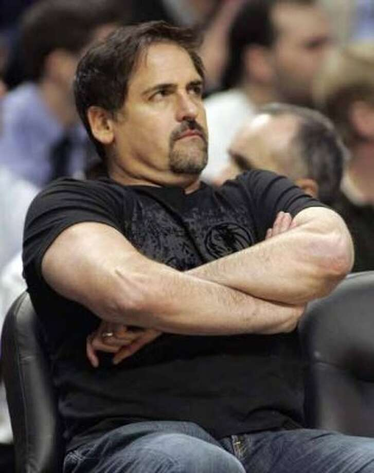 Dallas Mavericks owner Mark Cuban watches his team play the Chicago Bulls during the second quarter of their NBA basketball game in Chicago January 25, 2007.  REUTERS/Frank Polich (UNITED STATES) (REUTERS)