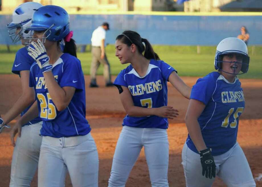 Clemens' Samantha Rodriguez (7) congratulates teammate Shelby Reed (15) for her first-inning home run Friday in the Buffaloes' 7-5 loss to Alamo Heights. Photo: Lavon Brown / For The NE Herald