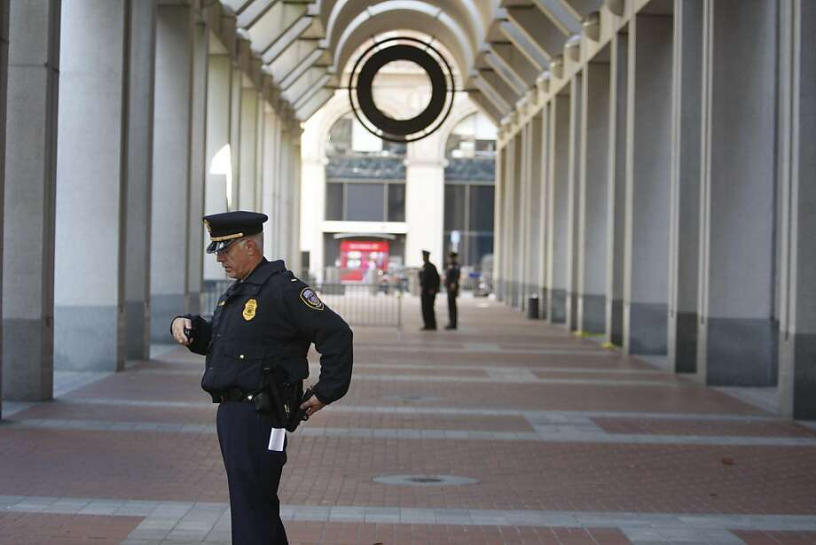 SFPD provide security outside the Federal Reserve Bank during OccupySF in San Francisco, CALIF on Oct. 8, 2011. Photo: Tim Maloney, The Chronicle