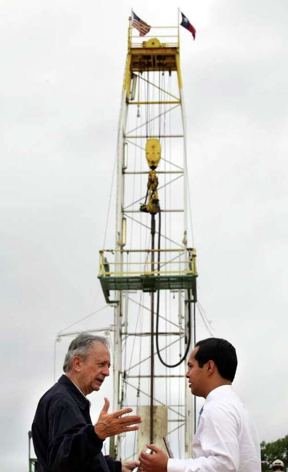 State Sen. Jeff Wentworth and Mayor Julián Castro dedicate a saltwater well in southern Bexar County on Tuesday, March 27, 2012. Water from the well will be piped to a treatment plant. Photo: BOB OWEN, San Antonio Express-News / © 2012 San Antonio Express-News