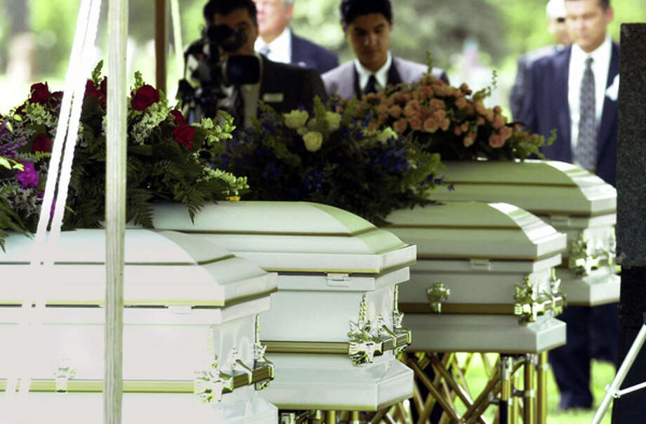 The caskets of four of the five Yates children Wednesday, June 27, 2001. Photo: DAVID J. PHILLIP, Houston Chronicle / AP