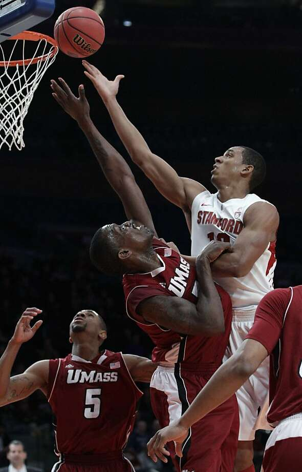 Stanford's Josh Owens had 15 points and 12 rebounds. Photo: Frank Franklin II, Associated Press