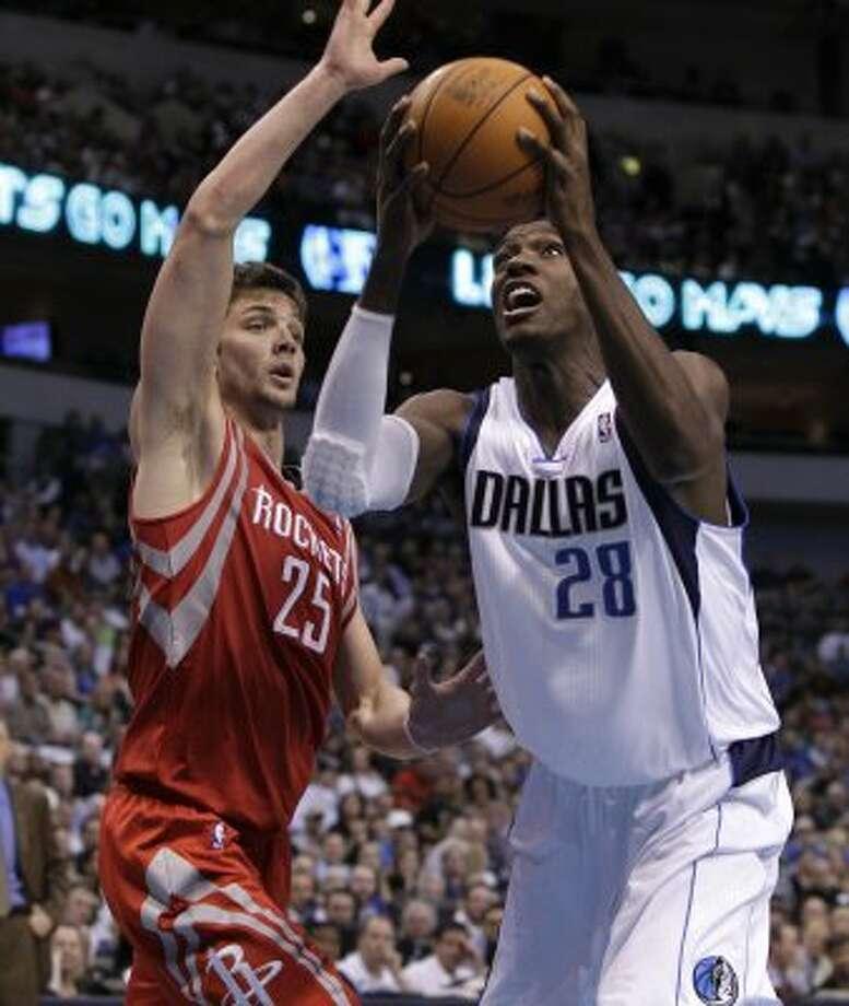 Mar. 27: Mavericks 90, Rockets 81 Dallas Mavericks' Ian Mahinmi (28) of France goes up for a shot as Houston Rockets' Chandler Parsons (25) defends. (Tony Gutierrez / Associated Press)