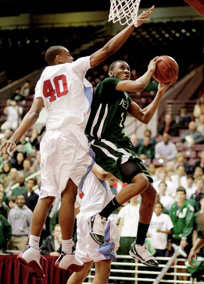 Strake Jesuit's Rasheed Sulaimon, right, is headed to Duke after averaging more than 28 points as a senior. Photo: Bob Levey / Freelance