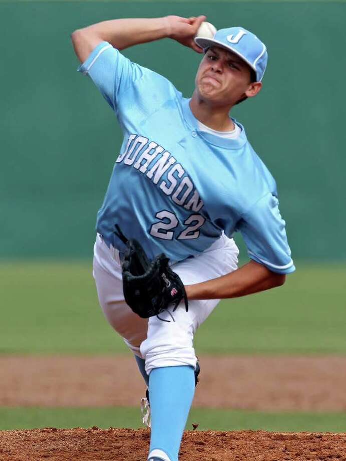 Johnson starter Matt Chapa delivers on Friday. Photo: TOM REEL, Express-News / San Antonio Express-News