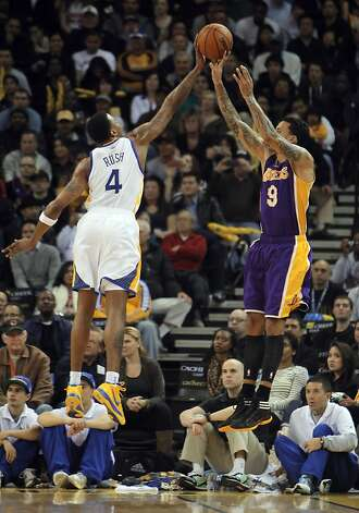 Brandon Rush of the Warriors blocks a shot by Lakers' Matt Barnes in the second half. The Golden State Warriors played the Los Angeles Lakers at Oracle Arena in Oakland, Calif,. on Tuesday, March 27, 2012. The Lakers won 104-101. Photo: Carlos Avila Gonzalez, The Chronicle