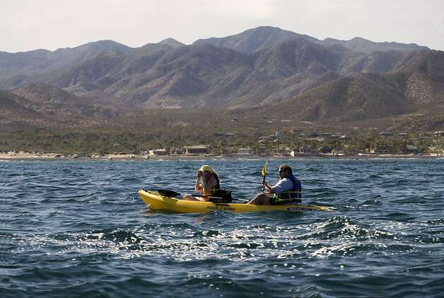 Visitors to Cabo Pulmo enjoy the scenery from the water. Photo: Cptm, Ricardo Espinosa Orozco-reo