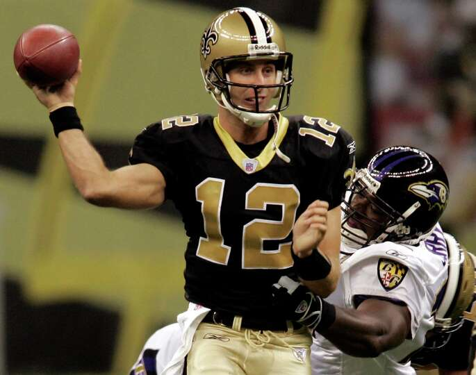 NEW ORLEANS - AUGUST 26:  Quarterback Kliff Kingsbury #12 of the New Orleans Saints avoids a tackle