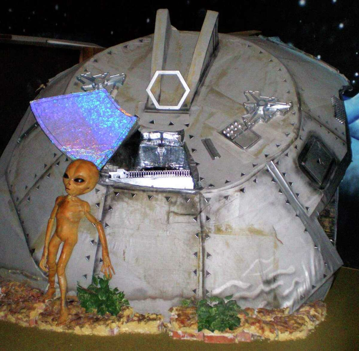 ** FOR IMMEDIATE RELEASE **This photo taken in December 2006 at the Area 51 exhibit at the Alien Zone in Roswell, N.M., shows an alien standing outside a crashed spaceship.