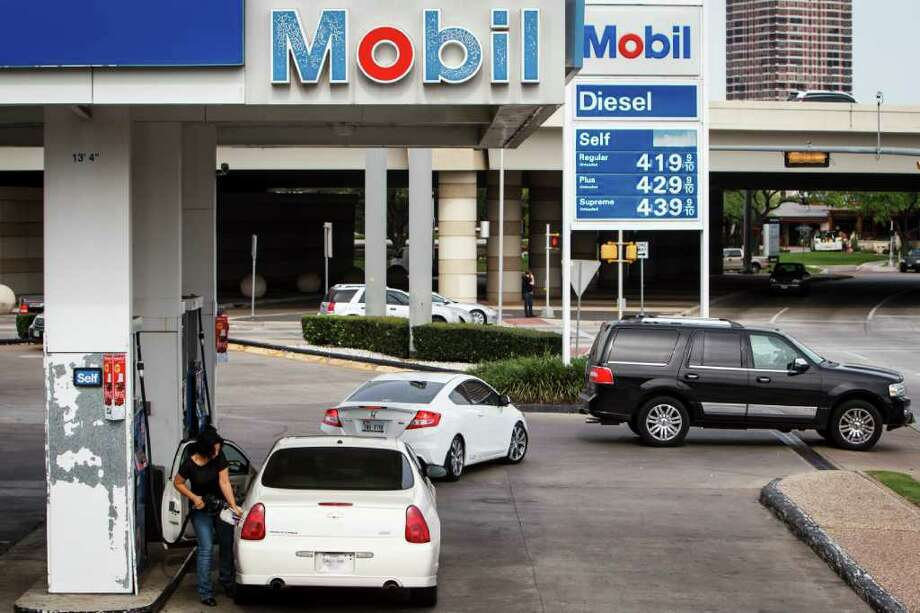 "Jennifer Scyrns fills her car at a Mobil on San Felipe where gas hit $4.19 for regular unleaded on Tuesday.  ""I don't understand why the price is so high when oil companies are making record profits,"" she said. Photo: Michael Paulsen / © 2012 Houston Chronicle"