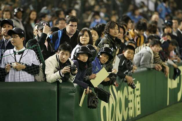Fans wait to see Ichiro Suzuki #51 of the Seattle Mariners during the MLB Opening Series game between the Seattle Mariners and Oakland Athletics at Tokyo Dome on March 28, 2012 in Tokyo, Japan. Photo: Chris McGrath, Getty Images