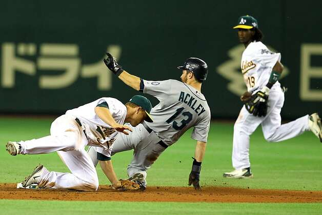 Dustin Ackley #13 of the Seattle Mariners steals a base against the Oakland Athletics at Tokyo Dome on March 28, 2012 in Tokyo, Japan. Photo: Koji Watanabe, Getty Images
