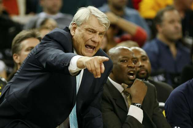 Golden State Warrior's head coach Don Nelson directs the win over the New Jersey Nets 111-79 at Oracle Arena in Oakland, Calif. on Friday January 22, 2010. Photo: Michael Macor, The Chronicle