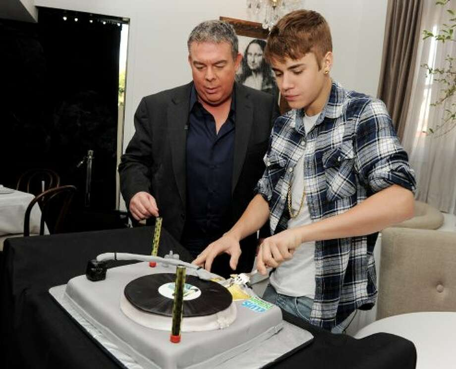 "WEST HOLLYWOOD, CA - MARCH 24:  Musician Justin Bieber (R) and Elvis Duran pose with a cake celebrating the upcoming release of Bieber's new single ""Boyfriend"" during an interview for ""The Elvis Duran and the Morning Show"" at Bagatelle Restaurant on March 24, 2012 in West Hollywood, California.  (Photo by Kevin Winter/Getty Images) (Getty Images)"