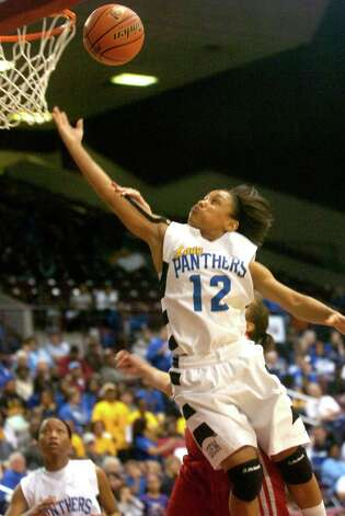 Ozen's Asia Booker goes up for 2 points during the game against Manvel at the Aldine Campbell Center in Houston, Friday, February 24, 2012. Tammy McKinley/The Enterprise Photo: TAMMY MCKINLEY