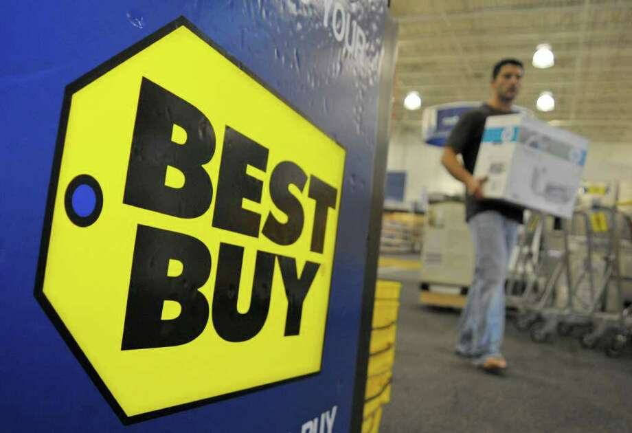 A customer carries a recently purchased product, Monday, June 16, 2008 at Best Buy in Danvers, Mass. Best Buy says its profit fell 7 percent in its first quarter but it still beat Wall Street's expectations because of a lower share count and a rise in revenue. Photo: Lisa Poole, AP / AP