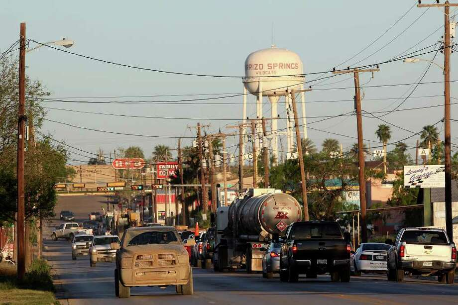 "Traffic piles up at Texas 85 and U.S. 83 in Carrizo Springs. Companies are helping to fix roads. ""We'll do this for community good will,"" Pam Percival of FTS International says. Photo: JERRY LARA / SAN ANTONIO EXPRESS-NEWS"