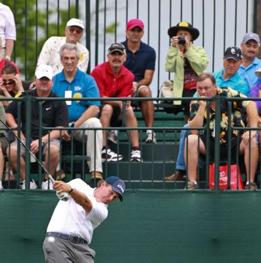 Phil Mickelson tees off at the first hole. (Nick de la Torre / Houston Chronicle)