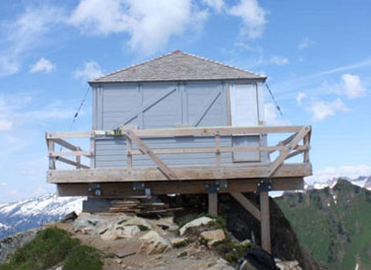 Green Mountain Lookout as it appeared in 2010. (Courtesy U.S. Forest Service)