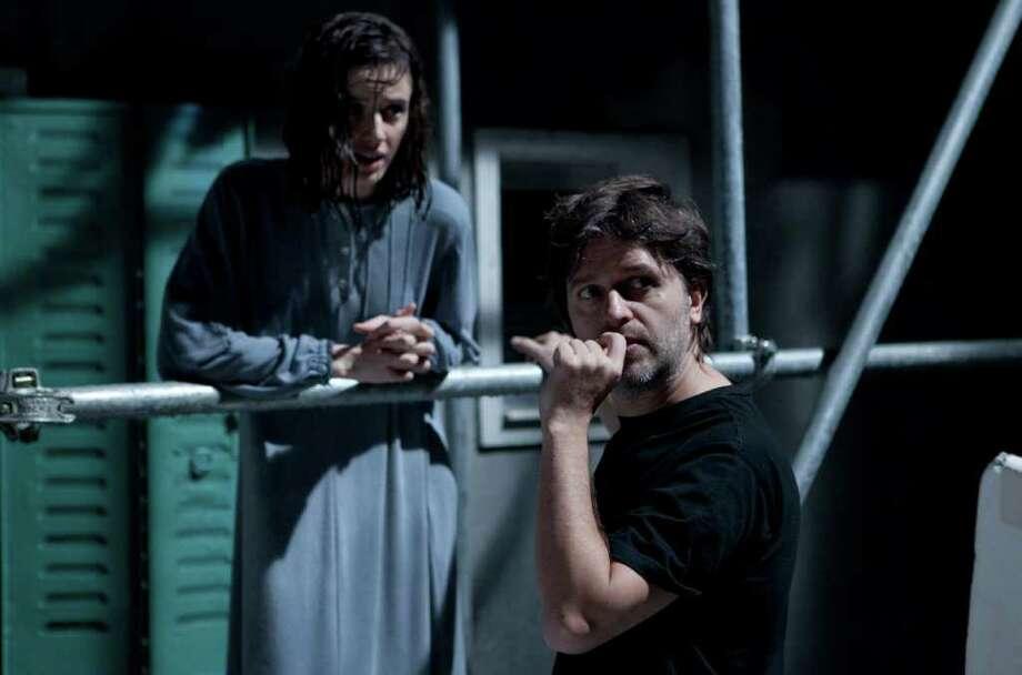 Concentrado: Juan Carlos Fresnadillo durante la filmación de Intruders, que estrena en Estados Unidos. Photo: Millennium Entertainment / Copyright:Jorge Alvarino