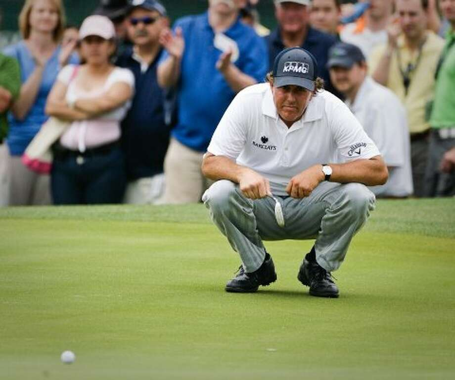 Phil Mickelson asses a putt at the 18th hole of the second round. Mickelson finished the second round tied for third with a score of 135. (Nick de la Torre / Houston Chronicle)
