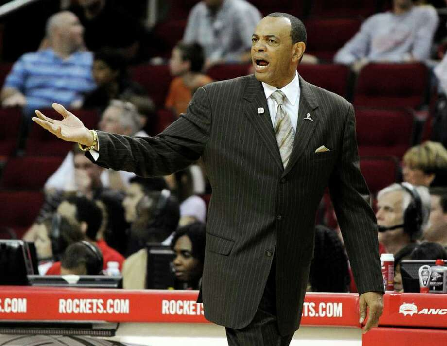 Memphis Grizzlies coach Lionel Hollins reacts to a play in the first half of an NBA basketball game against the Houston Rockets, Friday, March 30, 2012, in Houston. (AP Photo/Pat Sullivan) Photo: Pat Sullivan, Associated Press / AP