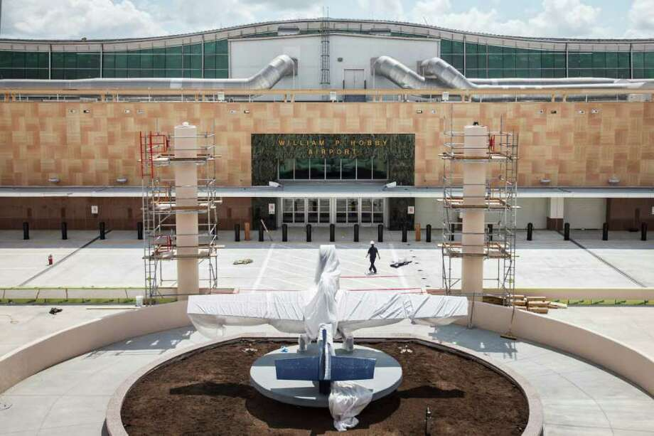 A pavement replacement project at Hobby Airport is expected to last until fall. Photo: Michael Paulsen / © 2012 Houston Chronicle