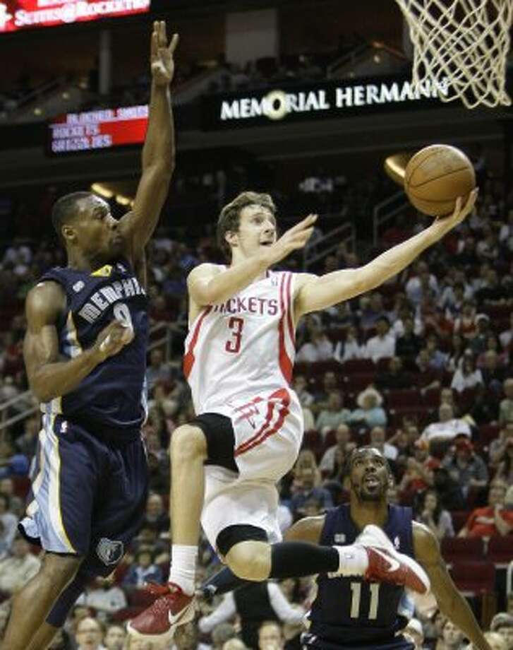 March 30: Rockets 98, Grizzlies 89 Rockets guard Goran Dragic takes the ball in to score ahead of Grizzlies guard Tony Allen during the third quarter. (Melissa Phillip / Chronicle)