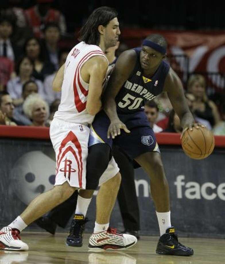 Rockets forward Luis Scola, left, applies defensive pressure to Grizzlies forward Zach Randolph during the third quarter. (Melissa Phillip / Chronicle)