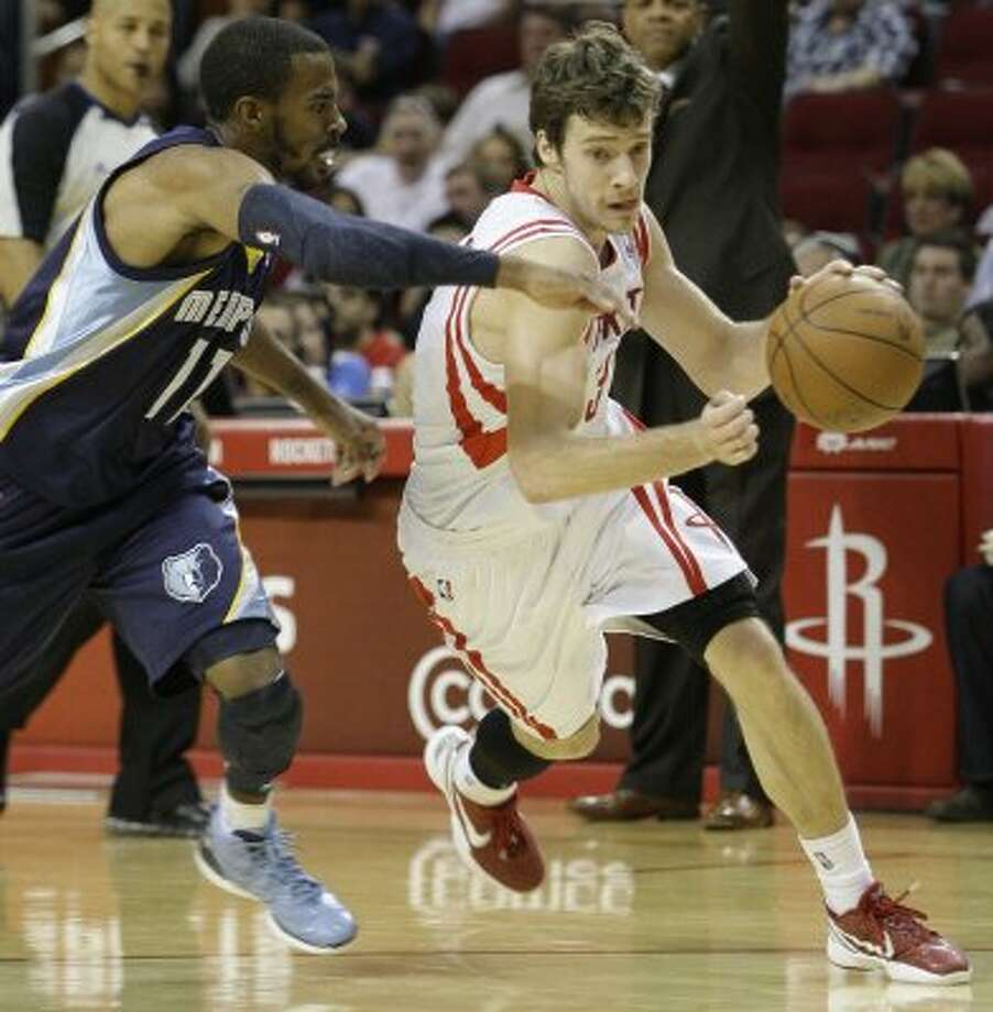 Rockets guard Goran Dragic, right, takes the ball around Grizzlies guard Mike Conley during the third quarter. (Melissa Phillip / Chronicle)