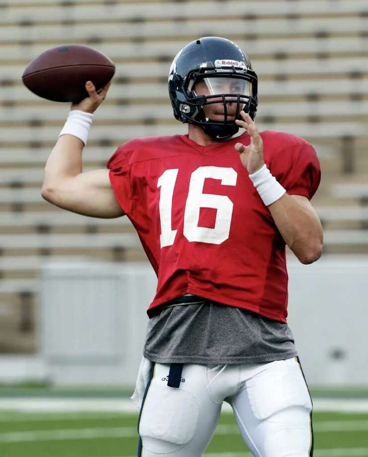 Rice Owls quarterback Taylor McHargue (16) warms up during the Rice spring football game held at Rice Stadium, Friday, March 30, 2012. Photo: Bob Levey, Houston Chronicle / ©2012 Bob Levey