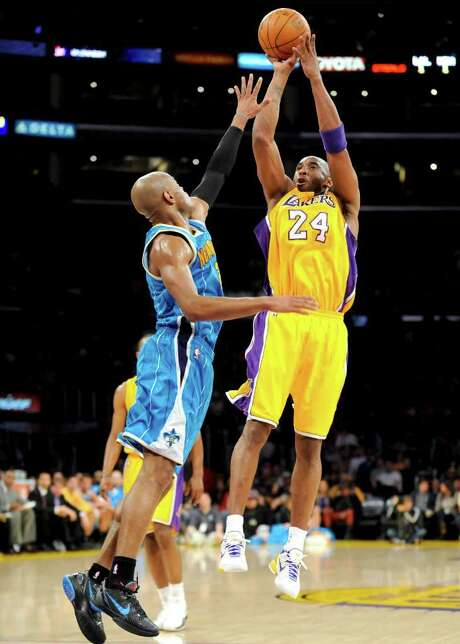 Lakers guard Kobe Bryant (right) was only 3 for 21, but his jumper with 20 seconds left won the game. Photo: AP