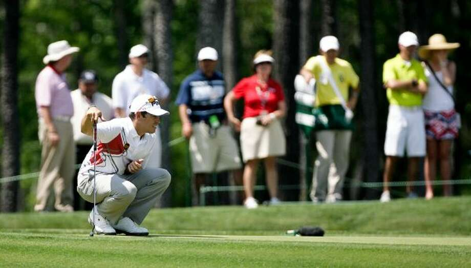 Louis Oosthuizen asses a long putt at the third hole. (Nick de la Torre / Chronicle)