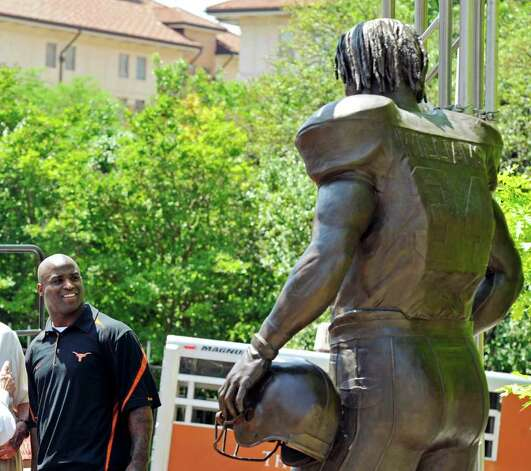 Former Texas running back Ricky Williams looks at the statue dedicated to him before the Orange and White spring football game, Sunday, April 1, 2012, in Austin. Photo: Michael Thomas, Associated Press