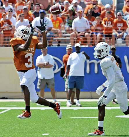 Texas wide receiver DeSean Hales (left) catches a touchdown pass against defensive back Mykkele Thompson (right) during the second quarter of the Orange and White spring football game, Sunday, April 1, 2012, in Austin. Photo: Michael Thomas, Associated Press