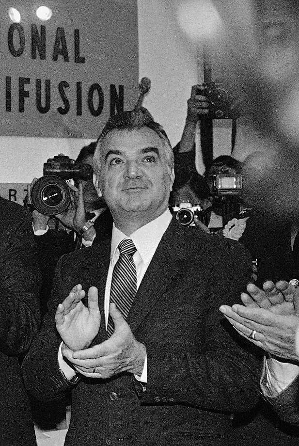 FILE - In this Dec. 13, 1985 file photo, former Mexican President Miguel de la Madrid applauds during the opening of the newly constructed press center for the 1986 World Cup soccer tournament in downtown Mexico City. De la Madrid, who led Mexico from 1982 to 1988, died Sunday April 1, 2012 at age 77, Mexico's President Felipe Calderon announced on his Twitter account. (AP Photo, File) Photo: Anonymous, Associated Press