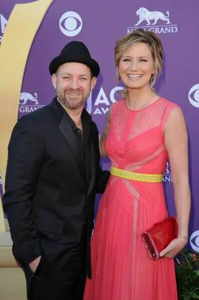 LAS VEGAS, NV - APRIL 01:  (L-R)  Musicians Kristian Bush and Jennifer Nettles of the band Sugarland