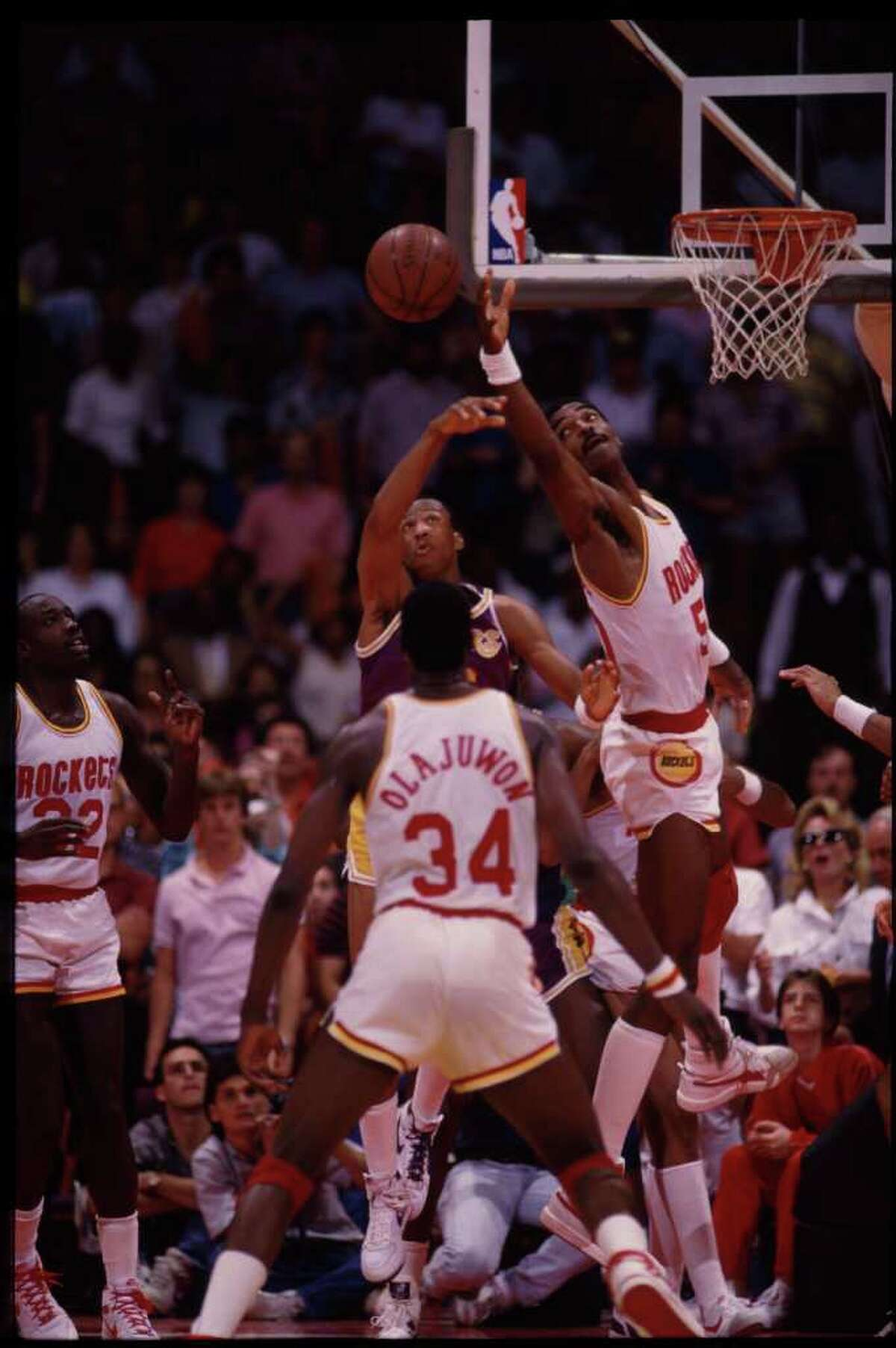 1985-1986 Wins before 10th loss:18 Regular season record:51-31 Noteworthy:With 32-year old point John Lucas running the offense the dynamic duo of Hakeem Olajuwon and Ralph Sampson led the Rockets to the NBA Finals, where they lost to the Boston Celtics in six games.