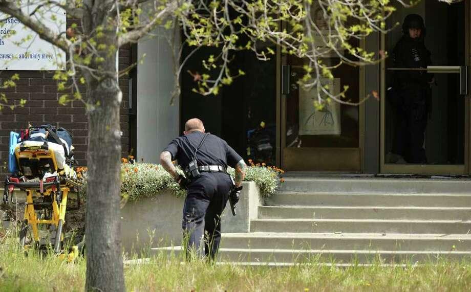 UPDATE: Oakland PD: 7 dead, 3 hurt in Christian school shooting ...