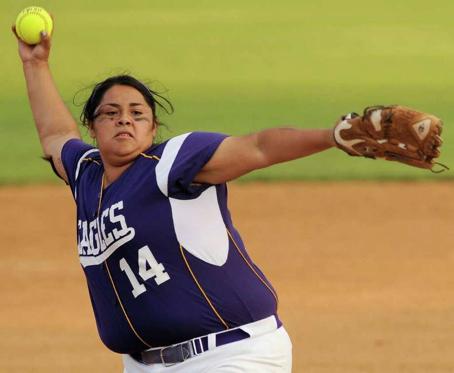 Brackenridge's Gabby Esparza pitches during a District 29-4A softball game against Southside, Monday, April 2, 2012, at the SAISD Sports Complex. Photo: Darren Abate, For The Express-News
