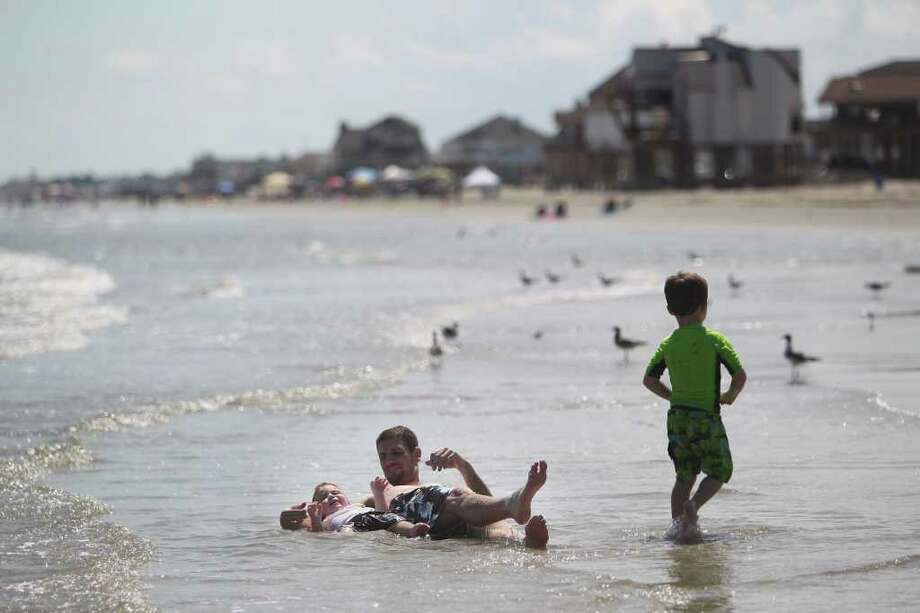 Nathan Barker, 1, plays with father Brian Barker, 30, in the west end of Galveston on Saturday, Aug. 7, 2010. ( Mayra Beltran / Chronicle ) Photo: Mayra Beltran, Staff / Beaumont
